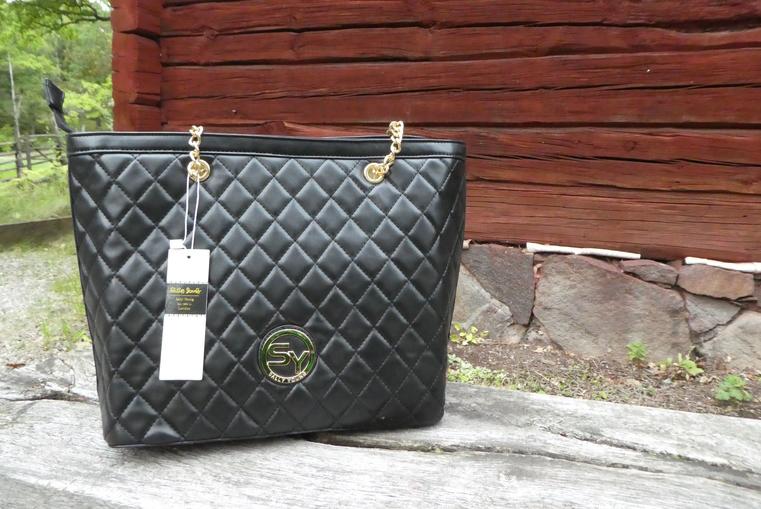 Snygg svart handväska